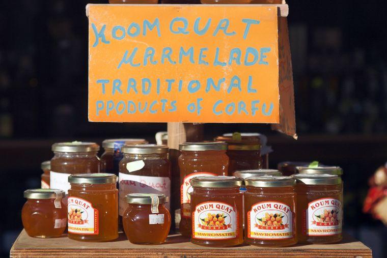 Die Kumquat-Marmelade ist ein typisches Mitbringsel der griechischen Insel Korfu. Auch als Likör oder in kandierter Variante schmeckt sie.