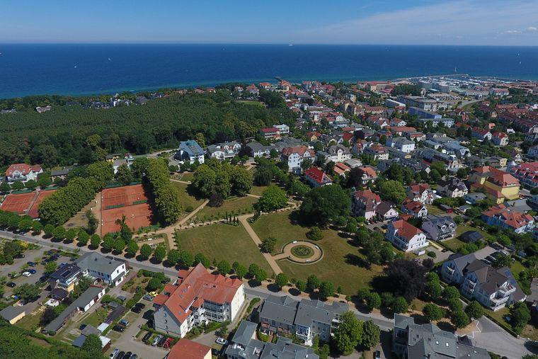 Im Lindenpark kannst du dem Strandtrubel ins Grüne entkommen.