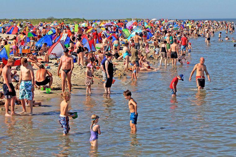 Beliebt: die Nordsee und der weiche Sandstrand locken besonders viele Besucher ins Nordseebad Schillig.