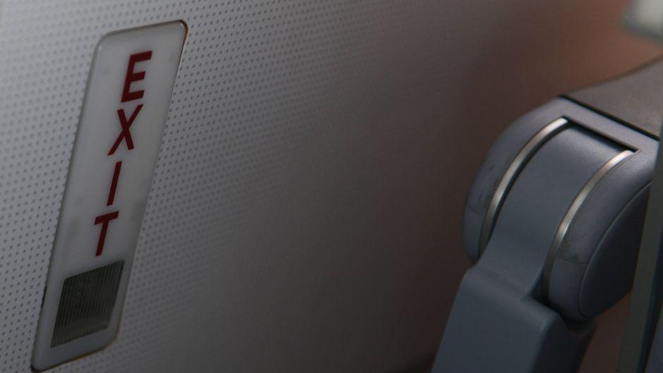 Notausgangschild in einem Air-Berlin-Airbus.