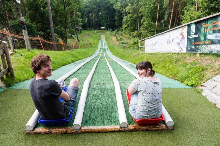 In Groß Woltersdorf lohnt sich ein Stopp während der Pollotour – zum Beispiel, um die Sommerrodelbahn auszuprobieren.