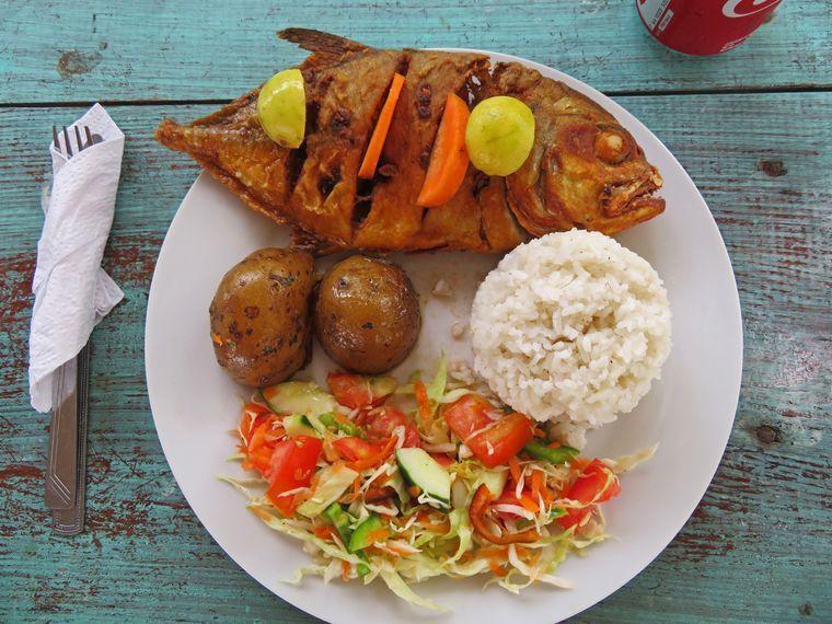 Kulinarisch: Auf den Inseln gibt es natürlich fangfrischen Fisch.