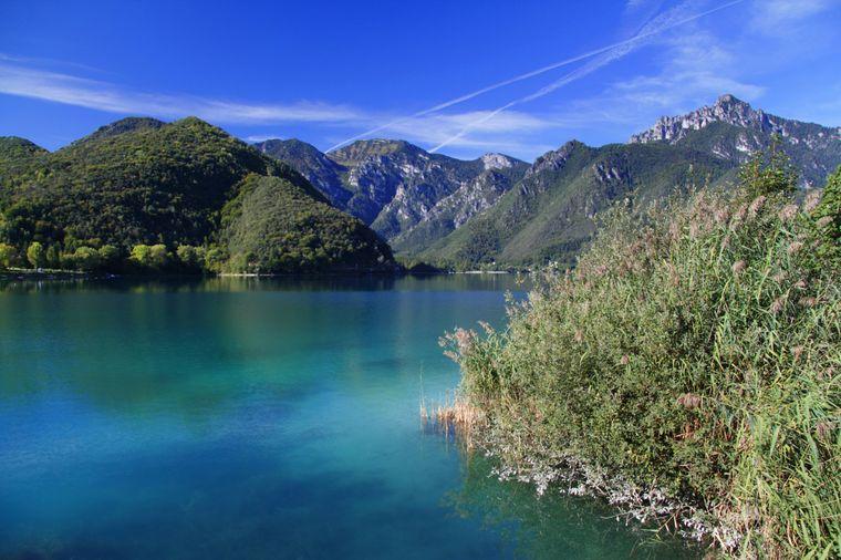 Der Ledrosee ist einer der malerischen Bergseen in der Umgebung des Gardasees.