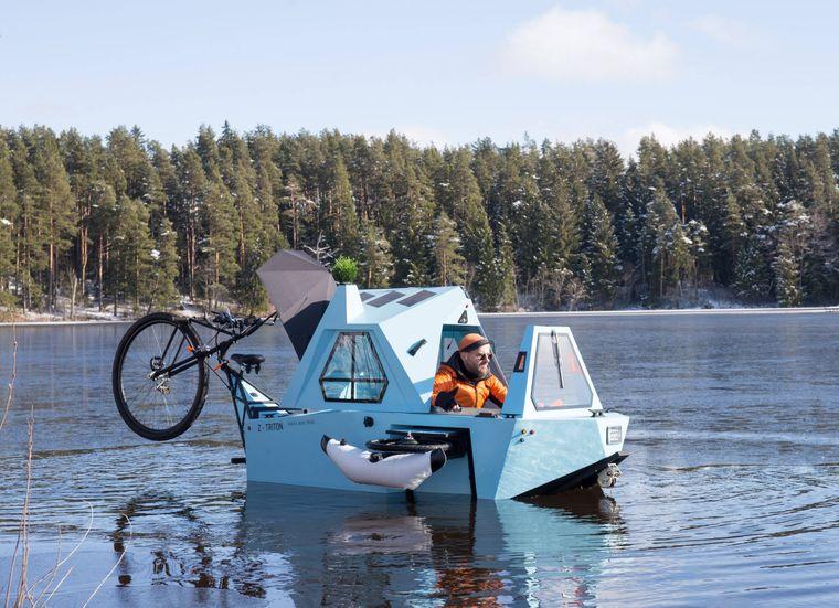 Abgefahren! Der lettische Designer Aigars Lauzis hat eine Mischung aus Tiny House, Fahrrad und Boot gebaut.