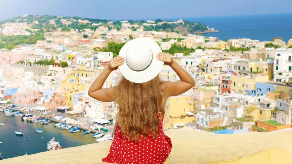 Die Insel Procida und ihr gleichnamiger Ort bieten malerische Ausblicke.