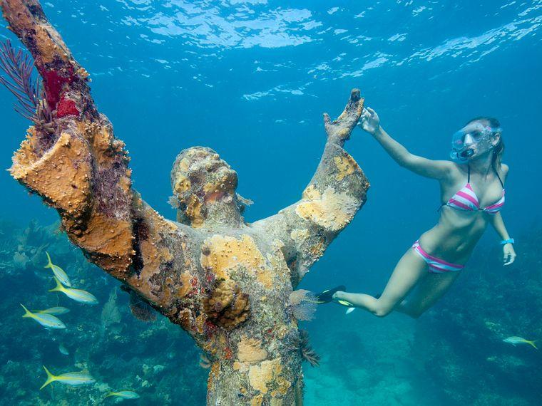 """Bronzestatue """"Christ of the Deep"""""""
