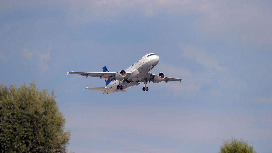 Die deutsche Fluggesellschaft Lufthansa ist derzeit ein viel diskutiertes Thema. (Symbolbild)