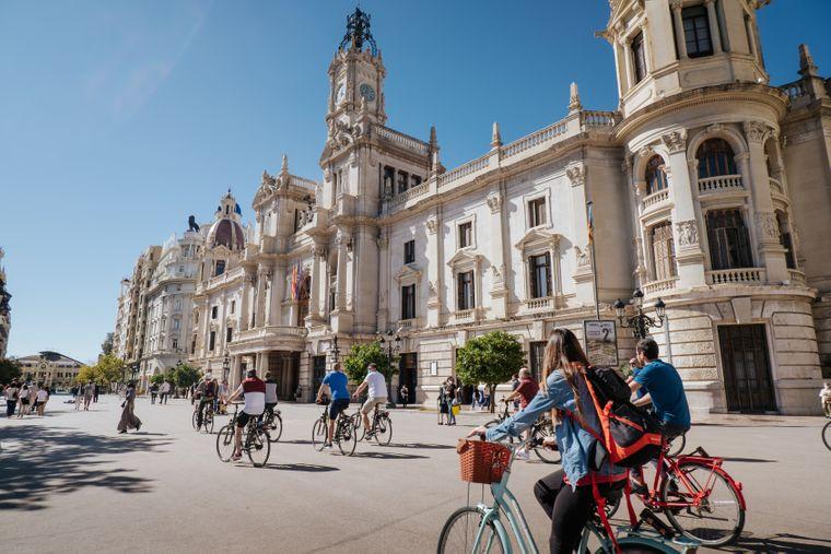 Das Fahrradnetz in Valencia wird stetig ausgebaut. Die Stadt lässt sich also prima mit dem Rad erkunden.