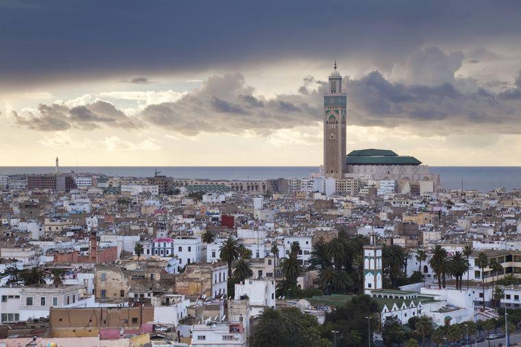 Blick auf Casablanca mit der Hassan-II.-Moschee.