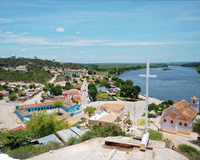 Angola ist ein südafrikanischer Staat mit vielfältiger Landschaft, darunter Wüste, ein Netz aus Flüssen und tropischen Atlantikstränden.