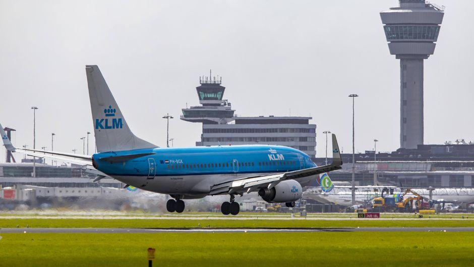 Am Flughafen Amsterdam-Schiphol war die Kommunikation zwischen Flugsicherung und Piloten gestört. Daher wurde ein Start-und-Lande-Verbot ausgesprochen. (Symbolfoto)