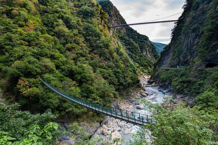 Hängebruecke in der Taroko-Schlucht im Taroko-Nationalpark in Taiwan.