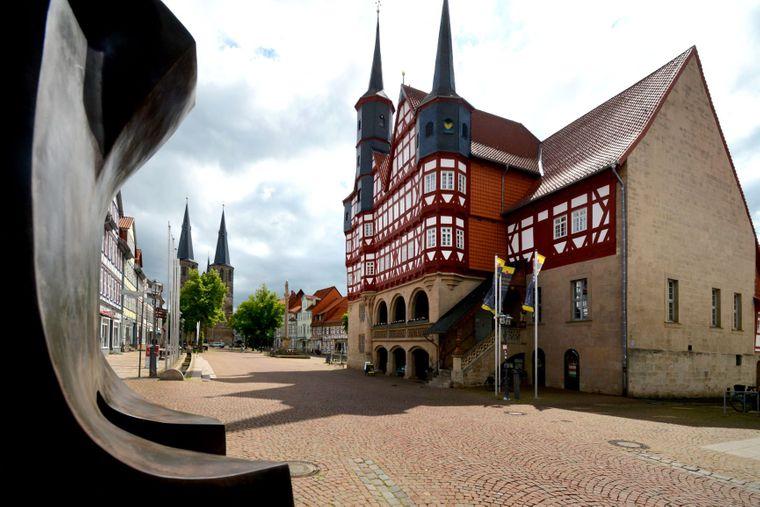 Sehenswürdigkeiten am Start- und Zielort: Rathaus und Basilika in Duderstadt.