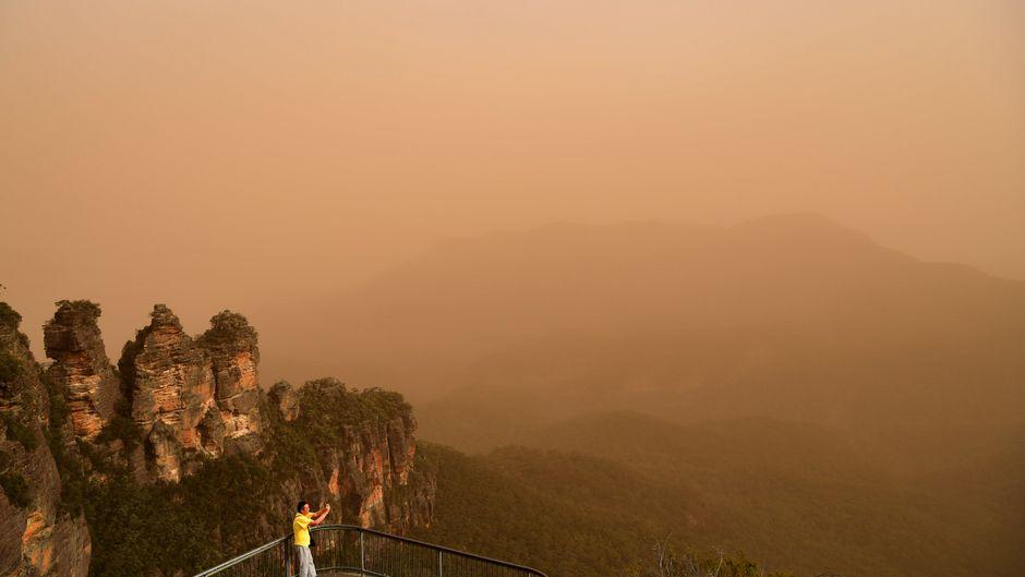 Dichter Rauch schränkt vielerorts in Australien die Sicht ein.
