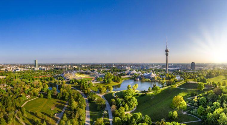 Bootfahren, schlendern, München von oben bestaunen oder Flohmarkt-Stöbern? Das alles geht im Olympiapark.