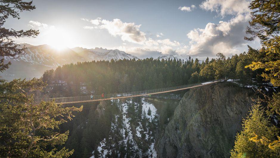 Die Golden Skybridge, Kanadas höchste Hängebrücke, wird im Mai eröffnet – Besucher laufen dort 130 Meter über dem Abgrund.