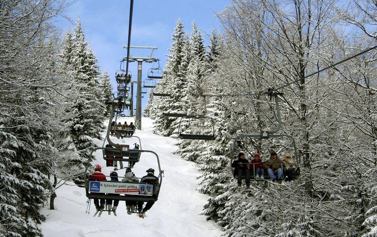 Sessellift im Skigebiet Spindlermühle im Riesengebirge, Tschechien