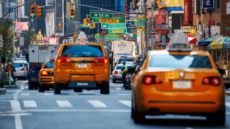 Für alle, die im Verkehr von New York mal einen Gang runterschalten möchten: Die Website Drive and Listen schickt Nutzer auf eine virtuelle Spritztour in fremde Städte.
