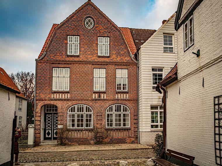 In der charmanten Altstadt findest du das Theodor-Storm-Haus.