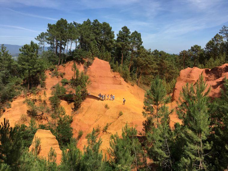 Wegen der Ockerbrüche im Naturpark Luberon gilt die Gegend als Colorado der Provence.