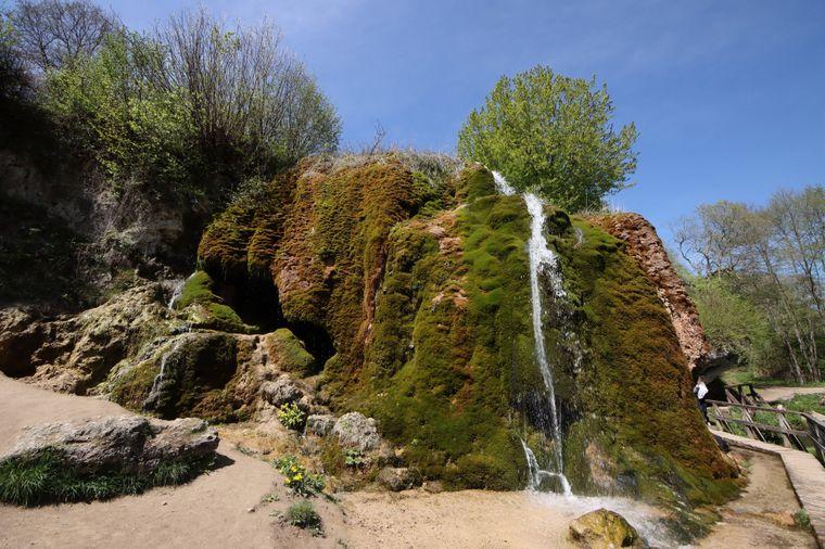 Blick auf den Wasserfall des Dreimühlenbaches.