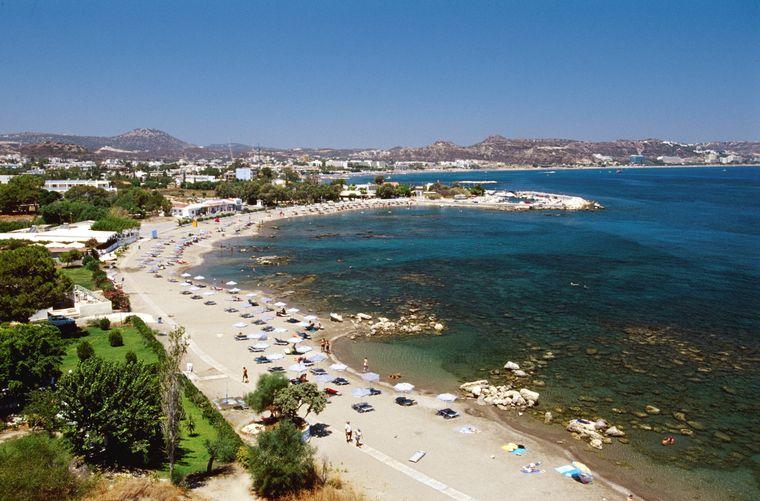 Der Strand von Faliraki auf Rhodos.