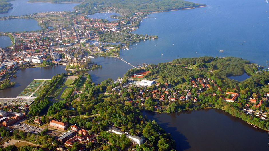 Wenn Landschaft und Stadt ineinander fließen: Das gelingt Schwerin mühelos.