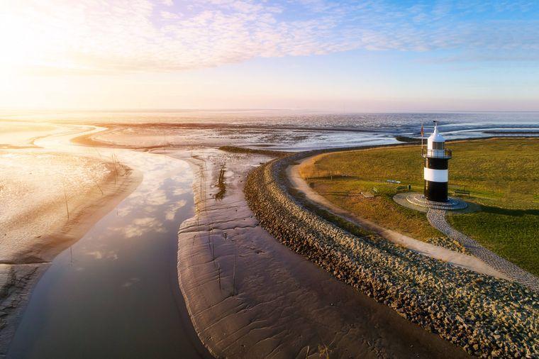Der Leuchtturm Kleiner Preuße bei Wremen an der Wurster Nordseeküste.