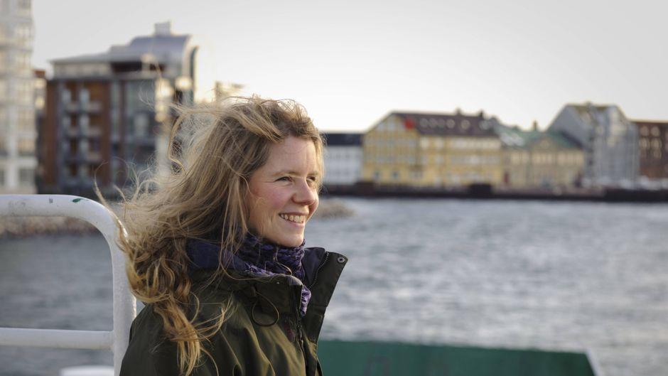 Ylva Asker auf der Fähre zur Insel Ven in Südschweden.
