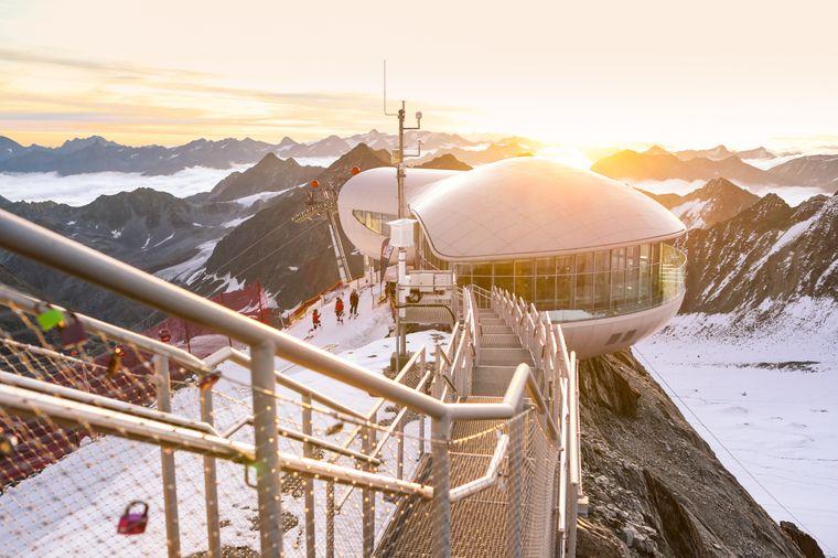 Auf dem Pitztaler Gletscher befindet sich in 3440 Metern Höhe ein einzigartiges Café – es ist der höchstgelegene Gastronomiebetrieb Österreichs.