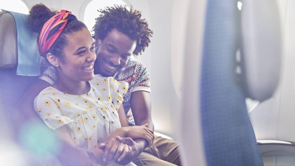 """Manche Menschen können sich im Flugzeug nicht beherrschen – der Eintritt in den """"Mile High Club"""" endet oft ziemlich peinlich."""
