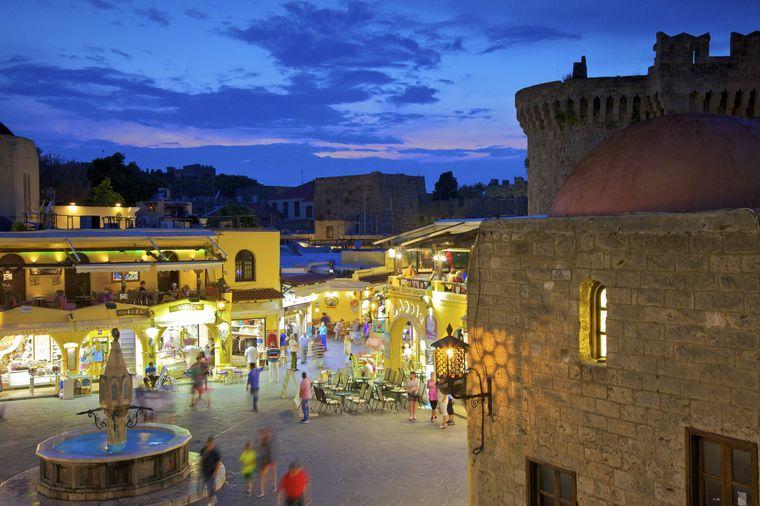 Einer der zentralsten Plätze auf Rhodos ist der Hippocrates Square.