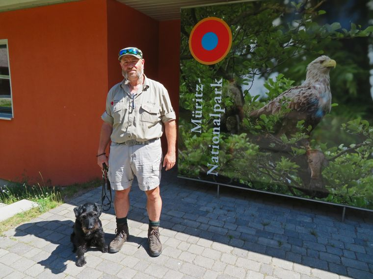 Ronald Gipp (54) führt als Ranger Safari-Teilnehmer durch den Nationalpark.
