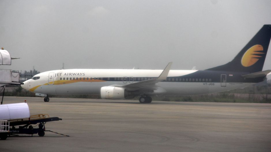 Ein Flugzeug der indischen Fluggesellschaft Jet Airways am Flughafen in Delhi.