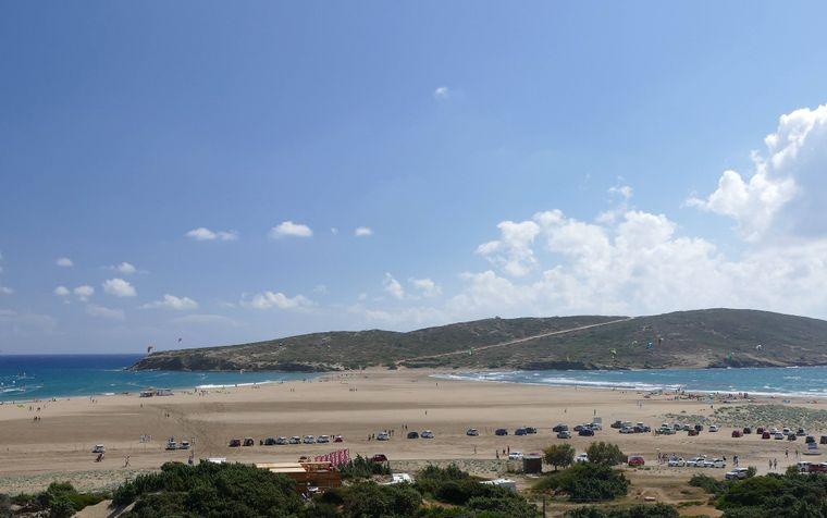 Eine Landzunge aus Sand verbindet die Halbinsel Prasonisi mit Rhodos.