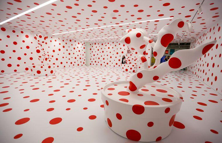 Unendlichkeitsraum mit Polka Dots von Yayoi Kusama in Los Angeles.
