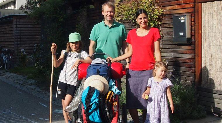 Familie Gölz aus Freiburg wandert im Urlaub 200 Kilometer von Freiburg nach Bissingen.