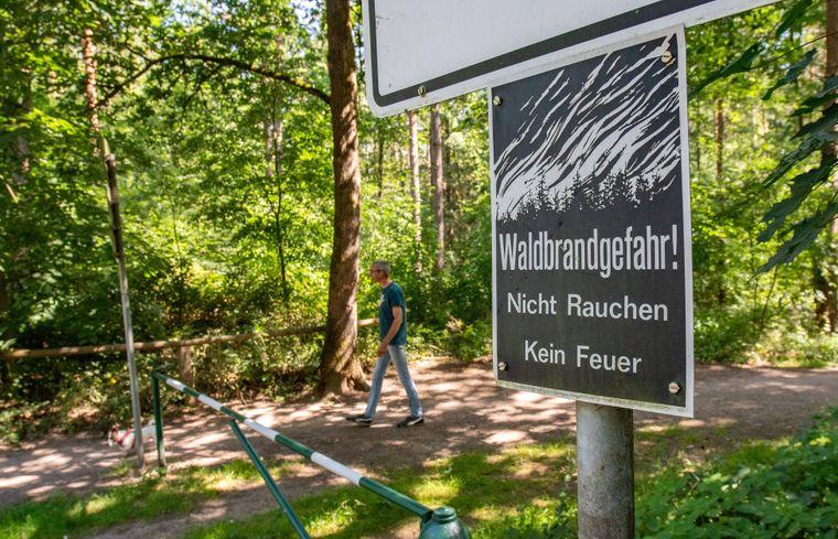 Achtung! Oft weisen Schilder auf erhöhte Waldbrandgefahr hin.