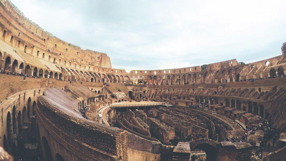 """""""Ein Steinchen, das fällt doch keinem auf"""", dachte sich wohl dieser Urlauber, als er ein Stück vom Kolosseum mitnehmen wollte. (Symbolfoto)"""