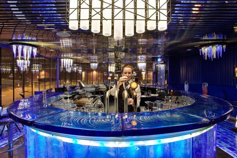 Die Bar im Kosta-Boda-Art-Hotel ist stilecht aus Glas.