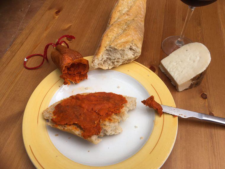 Sobrasada ist eine Rohwurst, die auf Mallorca sehr verbreitet ist.