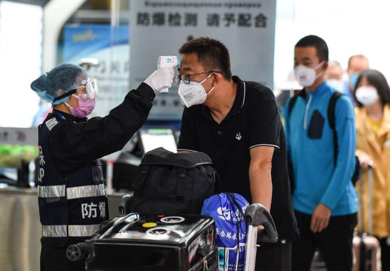 Gesundheitskontrolle an chinesischem Flughafen.