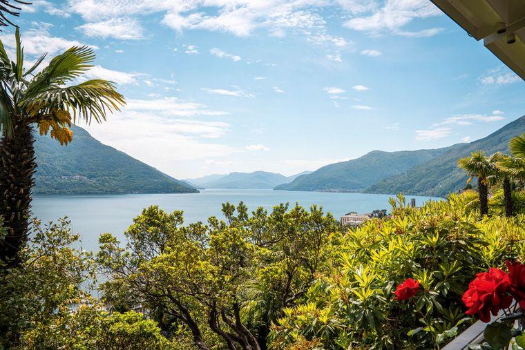 Das Parkhotel Brenscino in Brissago bietet neben einem blühenden Garten auch unglaubliche Aussicht auf den Lago Maggiore.