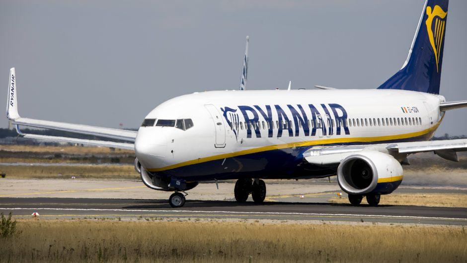 Ryanair-Flugzeug am Flughafen Frankfurta am Main.