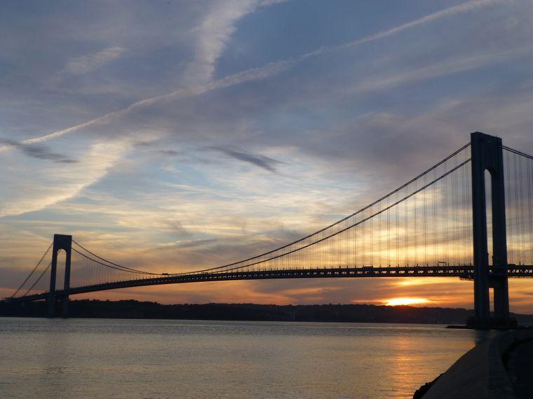 Die Verrazzano Narrows Bridge in New York.
