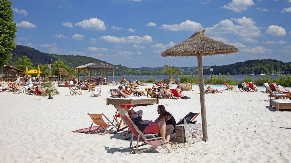 Am Seaside Beach Baldeney am Baldeneysee in Nordrhein-Westfalen entspannten sich vor der Pandemie viele Urlauber.