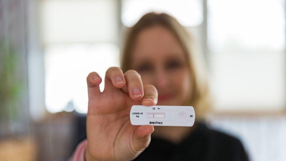 Ab dem 8. März 2021 soll jeder die Möglichkeit bekommen, sich kostenlos auf Corona testen zu lassen. Das macht auch der Reisebranche Hoffnung.