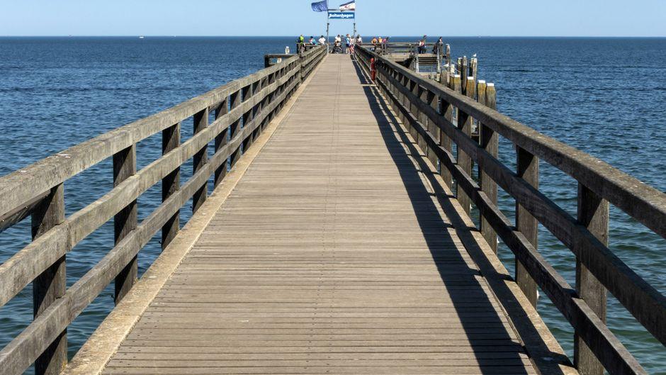 Einmal bis zum Ende der Seebrücke spazieren: ein Muss in deinem Urlaub in Boltenhagen!