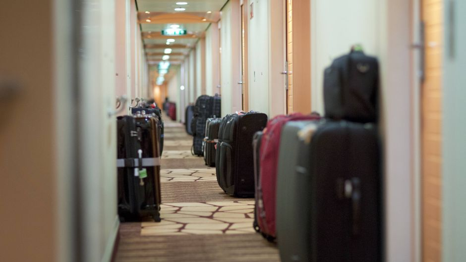 Am Abend vor dem Ende der Kreuzfahrt können Passagiere ihre Koffer abgeben.
