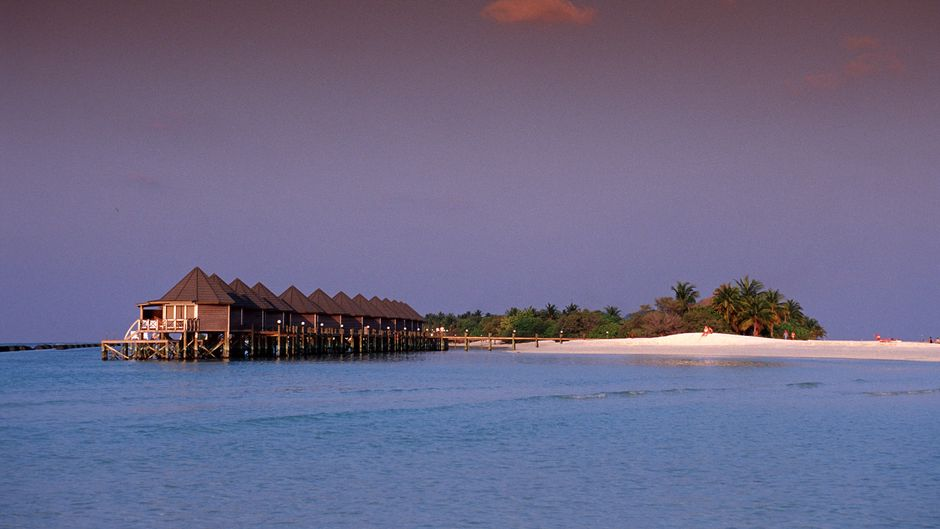 Die Malediveninsel Kuredu des Lhaviyani-Atolls.